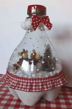 Christmas Figurines, Felt Christmas, Christmas Ornaments, Plastic Bottle Crafts, Plastic Bottles, Diy Snow Globe, Snow Globes, Christmas Projects, Holiday Crafts