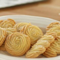 Find out how to make buttery Viennese whirl biscuits with our easy triple-tested recipe. Viennese Biscuits, Viennese Whirls, English Biscuits, British Biscuits, Tea Biscuits, Custard Biscuits, Easy Smoothie Recipes, Easy Smoothies, British Biscuit Recipes