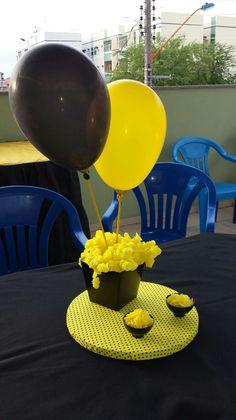 Centro de mesa. Amarelo e preto. Festa abelhinha