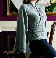 "Knitted ""kimono"" style sweater/top Love those cable twists. Knitting Pullover, Handgestrickte Pullover, Sweater Knitting Patterns, Knit Patterns, Diy Tricot Crochet, Knit Or Crochet, Kimono Sweater, Wrap Sweater, Kimono Fashion"
