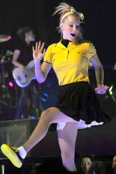 Heather Morris during Valerie live
