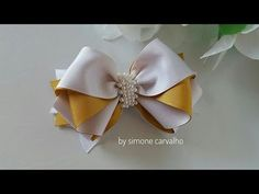 Laço Formosura 2 💕🎀🎀 - YouTube Ribbon Flower Tutorial, Hair Bow Tutorial, Diy Hair Bows, Diy Bow, Ribbon Art, Ribbon Bows, Hair Decorations, How To Make Ribbon, Hair Beads