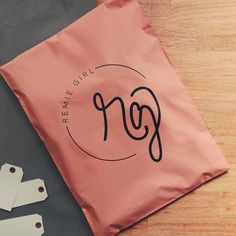 These peachy matte poly mailers for shipping clothing. Are you INSPIRED by this custom mailers? Inspirations from LUMI Shirt Packaging, Clothing Packaging, Fashion Packaging, Cute Packaging, Packaging Ideas, Ecommerce Packaging, Branding, Mailer Design, E Commerce