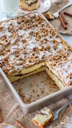 Coffee Cake recipe that you will make over and over again. A buttery cake, toppe… Coffee Cake recipe that you will make over and over again. A buttery cake, topped with cinnamon filling, vanilla cheesecake and a sweet streusel topping. Food Cakes, Cupcake Cakes, Cupcakes, Easy Cake Recipes, Dessert Recipes, Dessert Blog, Best Coffee Cake Recipe, Coffee Recipes, Biscuits Croustillants