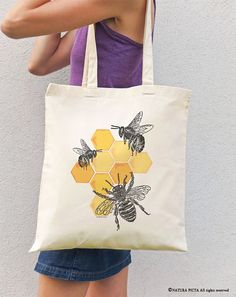 Items similar to Bee tote bag-honey bee tote bag-save bees tote bag-insect tote .Items similar to Bee tote bag-honey bee tote bag-save bees tote bag-insect tote bag-tote bag-grocery tote bag-shopping bag-bees tote bag-NATURA PICTA on Silkscreen, I Love Bees, Bee Art, Bee Crafts, Save The Bees, Bee Happy, Fabric Bags, Bees Knees, Cotton Tote Bags