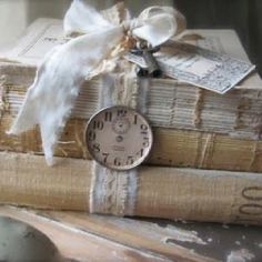 Gifts & Decor Shabby Elegance Scrollwork Candleholder Chic Decor - Home Style Corner Vintage Crafts, Vintage Shabby Chic, Shabby Chic Decor, Vintage Decor, Vintage Lace, Vintage Country, Vintage Furniture, Old Books, Antique Books