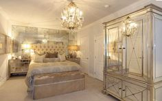 Old Hollywood-mirrored elegance
