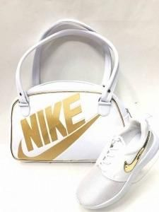 Nike 3 piece set In stock white bag black writing Gold Nike Shoes, Sneakers Fashion Outfits, Things To Buy, 3 Piece, Cleats, Gym Bag, Adidas Sneakers, Bags, Night