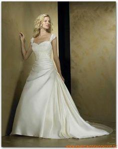 Satin Brautkleid mit Applikation und Schleppe Herz-Ausschnitt