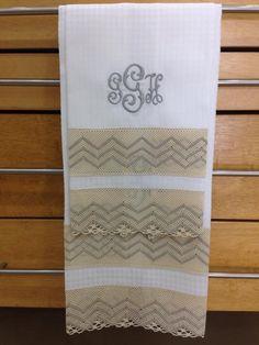 Finos guest towel de lino y encaje, personalizados.