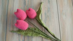 Today I share one of my old crochet designs for some tulips, and you can find the written pattern here: http://www.happyberry.co.uk/index.php?route=product/p...