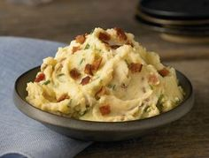 Ultimate Mashed Potatoes - This easy mashed potato recipe is to-die-for. #recipe