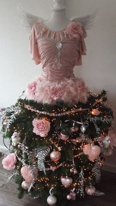 Merry Christmas to eveyone! Mannequin Christmas Tree, Dress Form Christmas Tree, Pink Christmas Tree, Shabby Chic Christmas, Holiday Tree, Christmas Angels, Holiday Decor, Xmas Trees, Merry Christmas