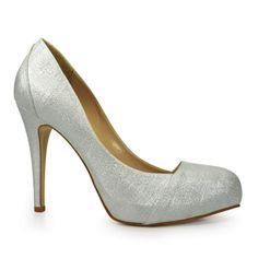 Sapato Scarpin Feminino Laura Porto confeccionado em cetim Velvet Laminado especial.O modelo scarpin já é tradicional para as noivas, mais o diferencial deste modelo é a parte metalizada que agrega personalidade ao produto!