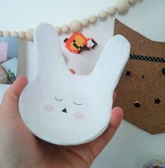 diy bunny pin tray vide poche lapin en pâte à modeler auto durcissante. Kids Clay, Aesthetic Pastel Wallpaper, Vide Poche, Cold Porcelain, Ceramic Art, Activities For Kids, Diy Crafts, Ceramics, Crafty