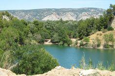 Camping La Vallée Heureuse - Provence - Orgon - leuk gelegen in de Alpilles bij meertje, goede reviews, zwembad, onder hoge bomen, bij stadjes en toch rustig (CC)
