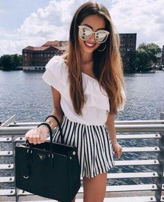 Cuando tienes estilo y originalidad, nunca falta la chica ardilla que te odia y comienza a criticar cualquier detallito de ti y de tu outfit. Porque ser fabulosa tiene su precio, sin embargo no hay que rebajarse al nivel de las 'hatters', pues siempre es mejor devolver la cachetada con guante blanco y para hacerlo […]