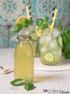 Minze-Limettensirup ist ein toller Durstlöscher in Wasser, Eistee, Eis und Popsicles. Aromatisiert Frühstück, Desserts und Kuchen.
