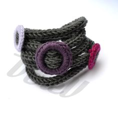 Bracciale in lana con decori colorati in lana by VereV on Etsy, €11.00