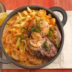Der absolute Klassiker unter den schwäbischen Speisen - gemischte Filetsteaks mit Pilzrahm und Spätzle in einem schönen Portionstöpfchen serviert.