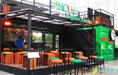 The Box café Shipping Container Restaurant, Shipping Container Design, Container House Design, Kiosk Design, Cafe Design, Container Coffee Shop, Sport Food, Cafe Furniture, Container Buildings