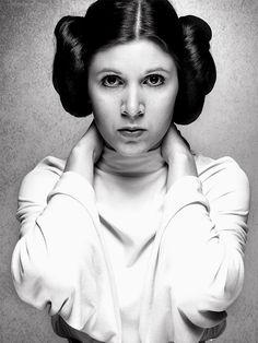 """Pur produit du sérail hollywoodien, la caution féminine de la trilogie originelle reprend le personnage bien-aimé de Leia dans """"Le Réveil de l......"""