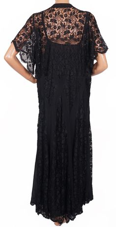 Age: 1930s Color: Black Material: Lace, chiffon and silk Sizing: No size is indicated, but this should fit a large size, although I think that it is supposed to fit loosely - please rely on the follow