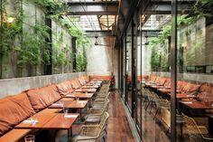 Imagem 1 de 15 da galeria de Restaurante Arturito / Candida Tabet Arquitetura. Fotografia de Romulo Fialdini