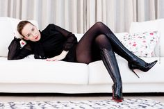 Fashion Blog Frankfurt - Nylon-Strumpfhose Wolford mit Latex-Opt