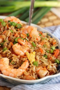 Here's an Easy Shrimp Fried Rice Recipe. This is a classic Asian fried rice recipe that is easy to make and is a website favorite. Chinese Chicken Recipes, Asian Recipes, Healthy Recipes, Easy Chinese Food Recipes, French Recipes, Chinese Meals, Arabic Recipes, Fast Recipes, Delicious Recipes