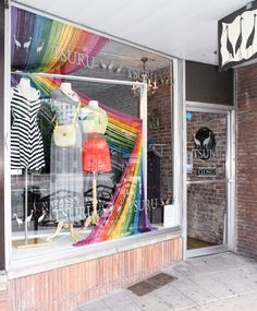 yarn shop window displays | We're in love with this bold yarn window display from Boutique Window ...