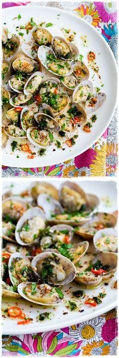 Beautiful Presentation - Clams in Chili-Cilantro Oil Fish Recipes, Seafood Recipes, Appetizer Recipes, Great Recipes, Healthy Recipes, Appetizers, Fish Dishes, Seafood Dishes, Fish And Seafood