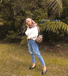 Casual Hijab Outfit, Ootd Hijab, Modest Fashion, Hijab Fashion, Fashion Outfits, Ripped Jeans Outfit, Modern Hijab, Model, Aesthetics