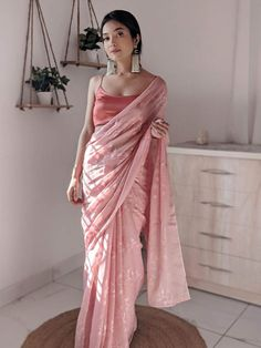 Indian Fashion Trends, Indian Fashion Dresses, Dress Indian Style, Fashion Outfits, Cotton Saree Blouse Designs, Latest Silk Sarees, Kanjivaram Sarees Silk, Bengali Bridal Makeup, Indian Bridal Outfits