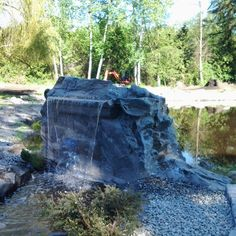 The Best Stone Waterfalls Backyard Ideas – Pool Landscape Ideas Rock Waterfall, Garden Waterfall, Waterfall Fountain, Backyard Water Fountains, Backyard Waterfalls, Garden Features, Water Features, Swimming Pool Pond, Artificial Rocks