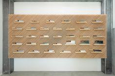 *일본 수제 칼 전문회사 쇼룸 리노베이션-yusuke seki showcases tadafusa knife collection within glass cabinet in japan :: 5osA: [오사]