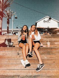 """, for best friends teenagers """"🧞♂ Cute Teenager Outfits inspiration? Bff Pics, Photos Bff, Cute Friend Pictures, Cute Bestfriend Pictures, Teen Pics, Cute Photos, Best Friends Shoot, Cute Friends, Photoshoot Ideas For Best Friends"""