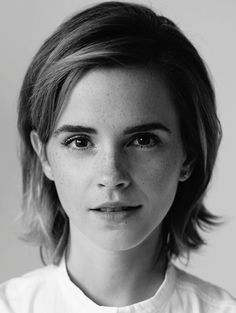 Trendingfan providing Latest Photo Collection Gallery of Emma Watson. Emma Watson is a American British Actress, Model, and Activist. Style Emma Watson, Emma Watson Estilo, Lucy Watson, Emma Watson Short Hair, Emma Watson Hair Color, Enma Watson, My Emma, Woman Crush, Freckles