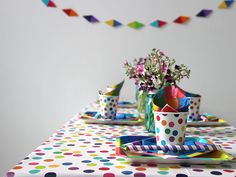 Colorful, Quick and Easy (and Cheap!) Mother's Day Brunch Ideas >> http://blog.diynetwork.com/maderemade/2014/05/09/quick-and-easy-ideas-for-a-mothers-day-brunch/?soc=pinterest