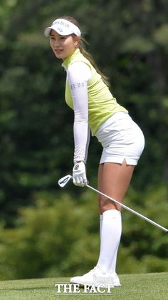 Helpful Golf Tips That Make You Better. Photo by D-Stanley Not sure what golf is all about? Girl Golf Outfit, Cute Golf Outfit, Girls Golf, Ladies Golf, Women Golf, Golf Sexy, Foto Glamour, Golf Player, Golf Fashion