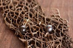 5.5mm Black Pearl / 14 Karat Yellow Gold Earrings