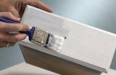 ¿Qué pintura elegir: acrílica o sintética? Te contamos que característica tiene cada tipo y para qué se usan en reciclatusmuebles.wordpress.com