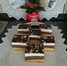 Csodakrémes, nem hiába ez a neve, tényleg csodás ez a krémes finomság! Hungarian Recipes, Hungarian Food, Cake Cookies, Cupcakes, Sweet Recipes, Food And Drink, Cooking Recipes, Tasty, Sweets