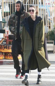 Kendall Jenner shopping in Hollywood with Jordan Clarkson | Daily Mail Online