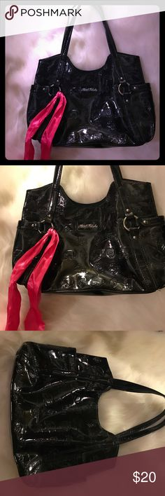 """💀metal mulisha black patent shoulder bag💀 Selling one of my favorite bags by Metal Mulisha measures 16"""" across by 9"""" deep in great condition has skulls hearts and MM logo printed all over bag so so cute! Also lovely hot pink satin bow😍😍😍 metal mulisha Bags Shoulder Bags"""