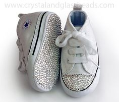 Once the outer curve of the toe is crystallized start adding crystals to the top edge Bedazzled Converse, Baby Converse, Converse Style, Converse Chuck, Glass Bead Crafts, Glass Beads, Baby Girl Shoes, Girls Shoes, Pop Stick Craft