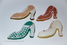 Kekse in Schuhform/pumps cookies. Zum Rezept/Find the recipe here: http://www.backzauberin.de/gebaeck-kekse/ausstecherle/