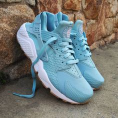 buy online 021d0 0691a Instagram post by ❤ Loversneakers • May 17, 2017 at 9 00am UTC. Nike Air  Huarache ...