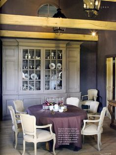 At this time of the year I love browsing in magazines or in my files to find the most warmest Autumn colored interiors. Today I sorted out for you some images of Flemish autumn colored interiors ! Belgian Style, French Style, French Country, Belgian Pearls, Blue Shutters, Casa Clean, Romantic Homes, Dining Area, Dining Rooms