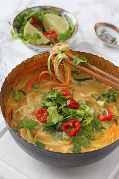 A really quick and easy vegetable laksa recipe, perfect for a healthy and delicious lunch for busy parents! Vegetarian Laksa, Vegetarian Kids, Vegan Soup, Whole30 Food List, Laksa Recipe, 10 Minute Meals, Midweek Meals, Weeknight Dinners, Fussy Eaters